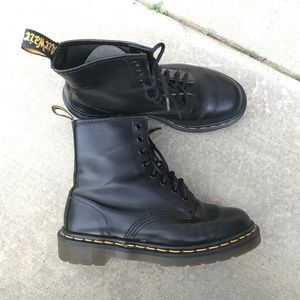 Dr martens smooth black leather 8 eye boots